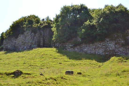 Fore Abbey: Rocky outcropping above the village