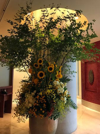The Peninsula Tokyo: There were beautiful flower arrangements everywhere. Every corner was exquisite