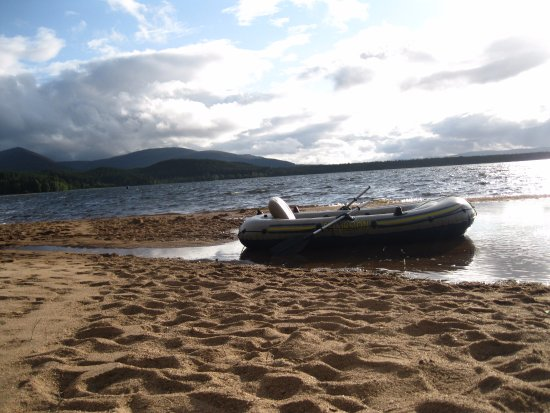 Aviemore, UK: Do not take punctured boat.