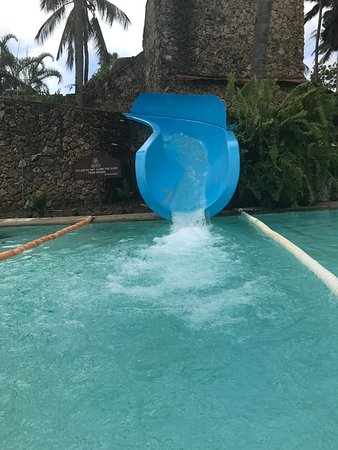 Sarova Whitesands Beach Resort & Spa: Water slide