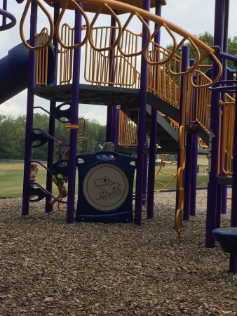 Massillon, OH: Nice trail and playground