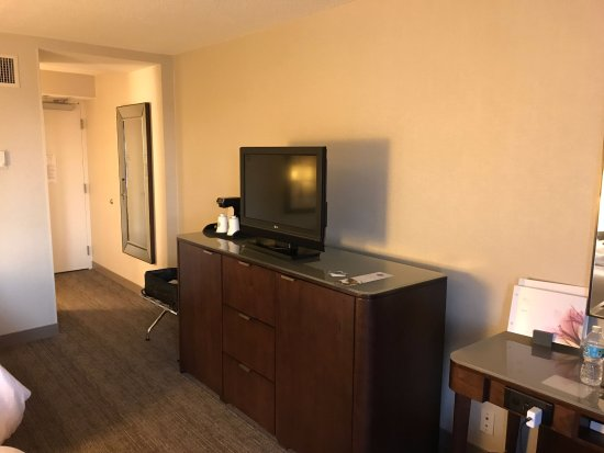 The Westin Indianapolis: Room with a small TV