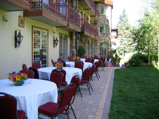 Tivoli Lodge: Outdoor Patio