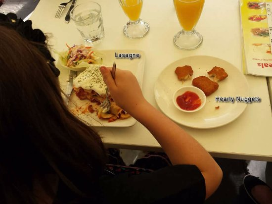Mount Gravatt, ออสเตรเลีย: Lasagne and Hearty Nuggets
