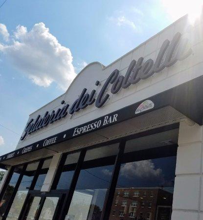 Williston Park, NY: Galateria dei Coltelli is a wonderful delish gelato & sorbet with also yummy coffee & espresso!
