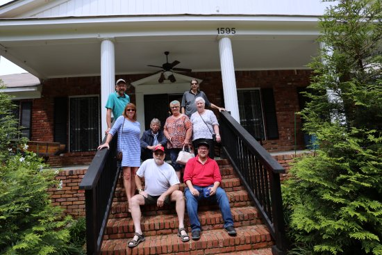 Nesbit, MS: Our tour group with guide Jerry Lee Lewis III (front row red shirt)