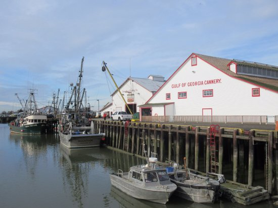Richmond, Canadá: Cannery from Steveston Harbour