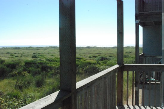 Best Western Lighthouse Suites Inn: View from room 221 towards the ocean