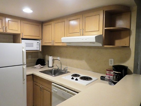 The Carriage House: Kitchen in 1-bed suite (may vary between suites)