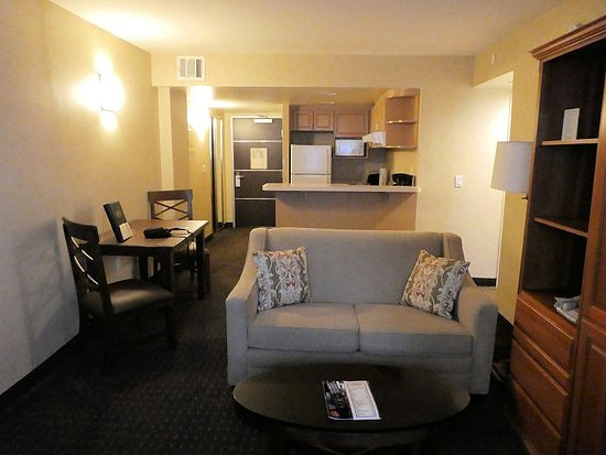 The Carriage House: Lounge in 1-bed suite (may vary between suites)