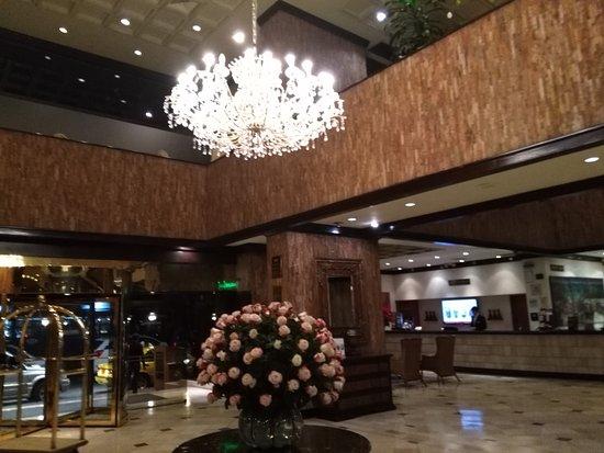 Swissotel Quito: Hermosa lámpara
