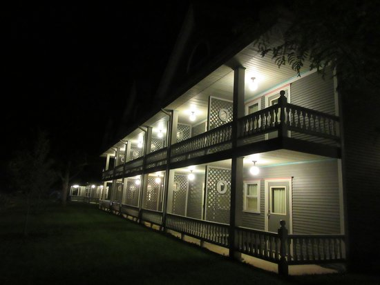 Shelbyville, IL: Front of Inn Great, spacious rooms