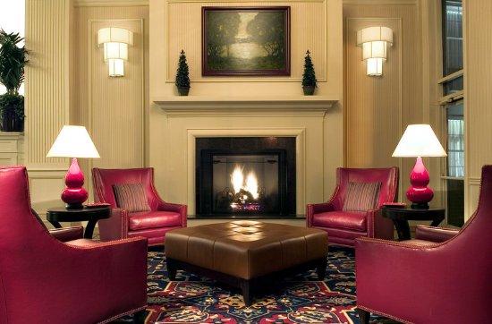 Wakefield, MA: Lobby Fireplace