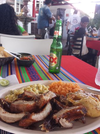 El Pollo de Oro : A decent meal at Pollo de Oro, with decent live music