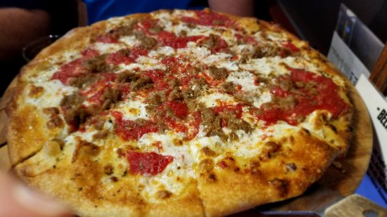 Brix Pubaria: Sausage pizza