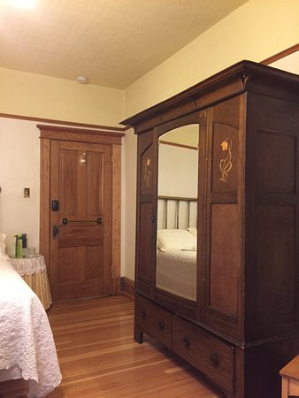 Old Nurses Residence Bed and Breakfast: photo2.jpg