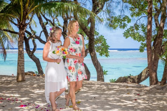 The Rarotongan Beach Resort Lagoonarium Tropical Wedding At