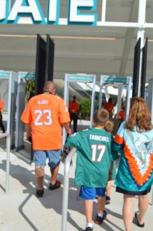 Miami Gardens, FL: Brian & family heading in!