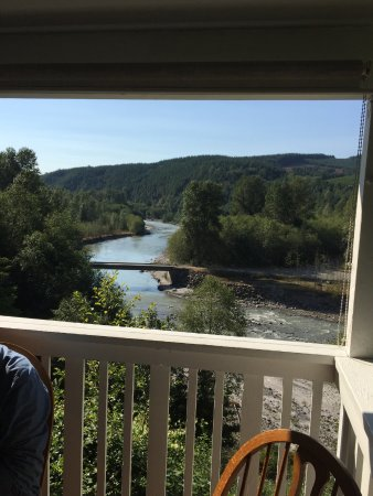 Fire Mountain Grill at Hoffstadt Bluffs Visitor Center: River view from the deck