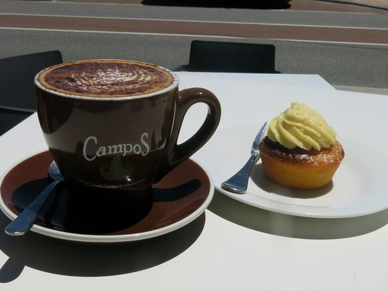 Blue Vue Cafe: Lovely coffee and lemon muffin