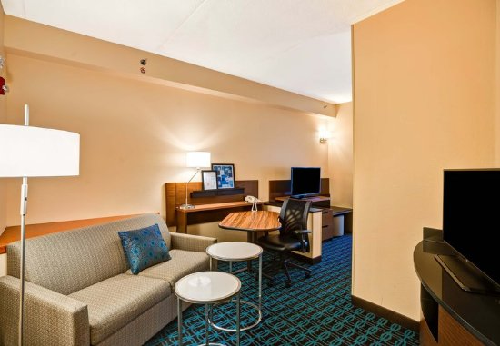 Christiansburg, VA: King Suite - Living Area