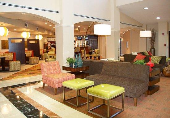 Hickory, Carolina del Norte: Lobby Seating Area