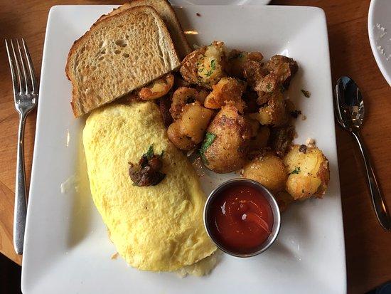 ยูเนียน, วอชิงตัน: Vegetarian omelet, potatoes, sourdough