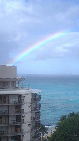Waikiki Resort Hotel: 海景房可以看到Waikiki海灘,非常幸運,入住隔天早晨看到美麗的彩虹!!
