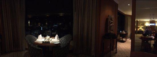 InterContinental Phnom Penh: Club Lounge night view