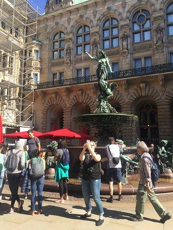 Robin And The Tourguides Hamburg Free Walking Tours