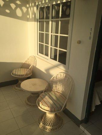 Samsara Cliffs Resort: Front porch of ocean front room