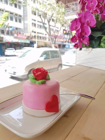 Kota Kinabalu District, มาเลเซีย: Dessert is like a feel-good song and the best ones make you dance.