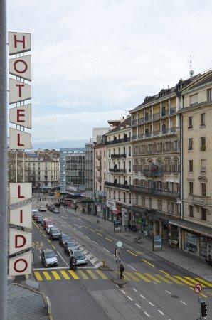 hotel lido i ruchliwa ulica