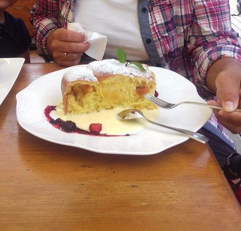 Il delizioso Buchteln con salsa alla vaniglia