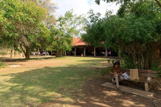 Satara Rest Camp: The building afar is the restaurant dining area