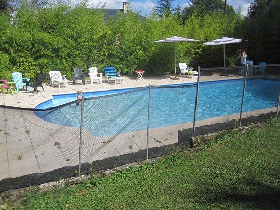 Rieupeyroux, Γαλλία: la piscine