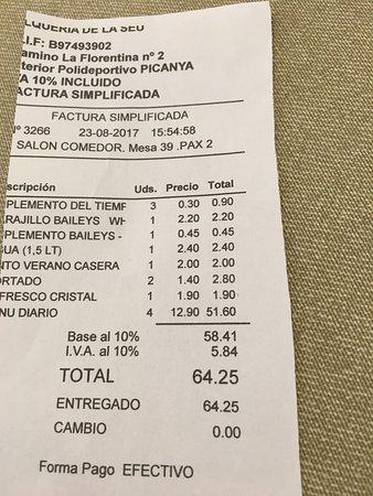 Picanya, Spagna: Todo perfecto pero q te cobren el hielo? Es totalmente ilegal según la Facua Estos pequeños deta