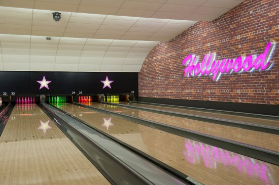 Ashton-under-Lyne, UK: The lanes at Hollywood Bowl Manchester