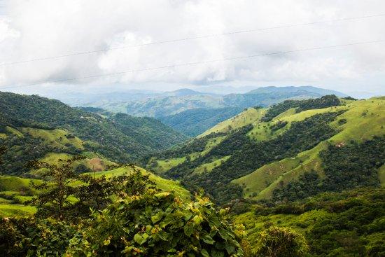 Cabanas La Pradera: Uitzicht vanaf de heuvels