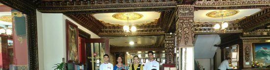 Hotel Tibet: Lobby with their staff