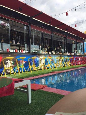 The Smallville Hotel: Une piscine au calme plutôt agréable ! Mais peu de soleil l après midi