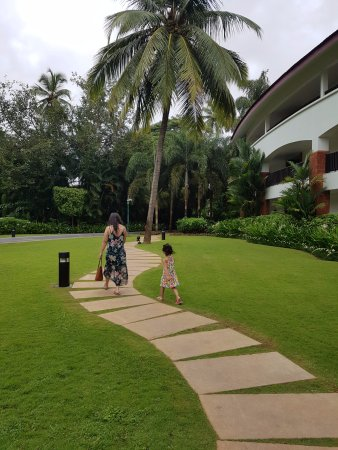 Alila Diwa Goa: pathway connecting the diwa wing to the front area