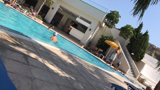 Bagni comuni zona ristorante piscina bild fr n olympia for Piscina hotel olympia