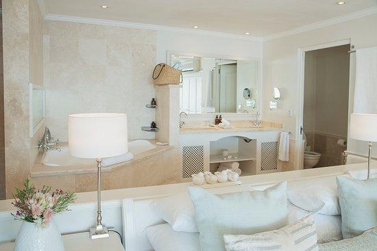 Kommetjie, แอฟริกาใต้: Elegant Suite and Bathroom