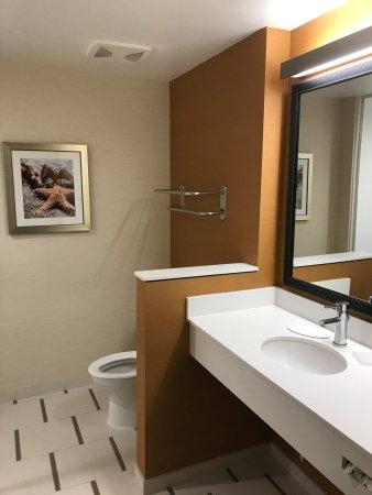 Tustin, CA: Bathroom area