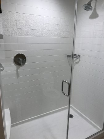 Tustin, CA: Large Shower with glass doors