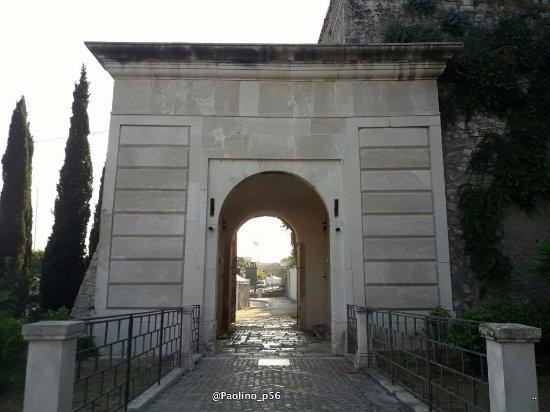 Porta Carlo III