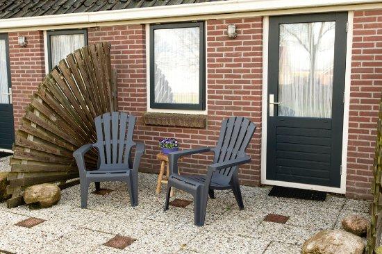 Harich, The Netherlands: DE beneden kamers beschikken over een eigen terrasje