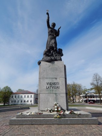 """Monument """"United for Latvia"""": Well made sculpture. Well kept. Easy to spot. Near other sights Nice surroundings Worth a quick """