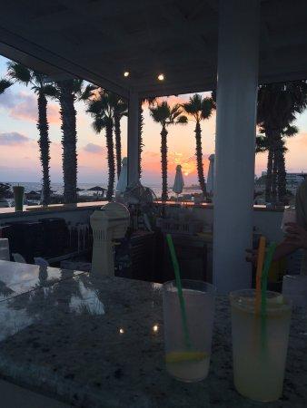 Louis Ledra Beach: Sunset at pool bar